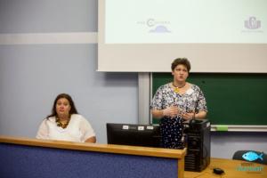 Powitanie uczestników Katarzyna Wąsowska-Garcia (Prezeska Fundacja Pro Cultura), na zdjęciu od lewej – Magdalena Janczewska (Wiceprezeska Fundacja Pro Cultura).
